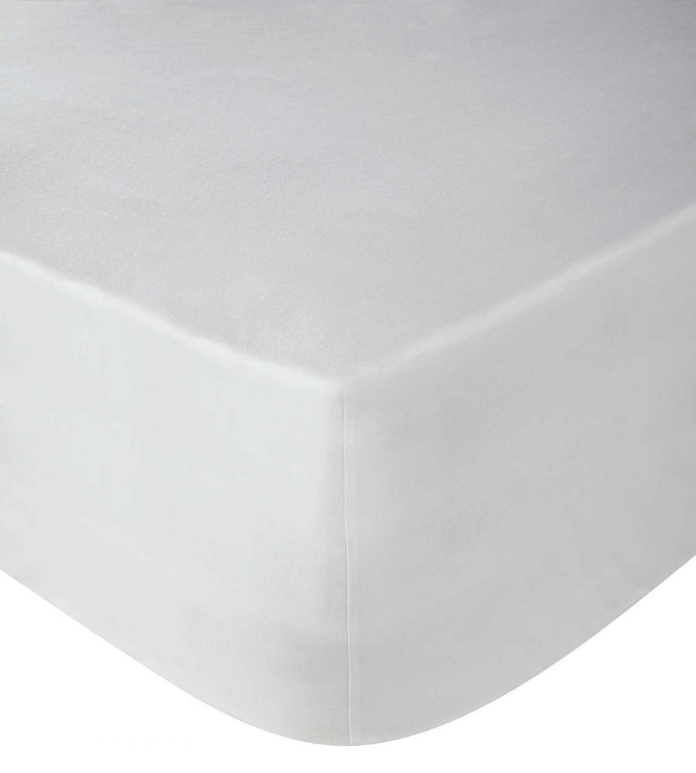 Perfectly fitted white bedding a london brand